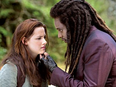edi-gathegi-and-kristen-stewart-twilight-new-moon-movie-image.jpg